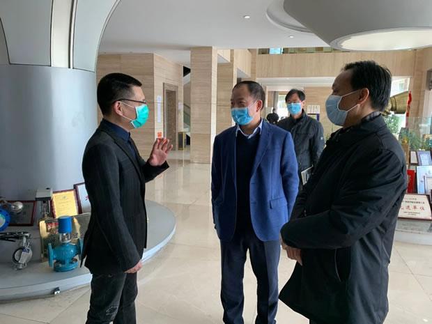 嘉定区人大常委会副主任王其明走访调研上海沪工阀门厂(图2)
